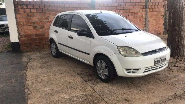 Ford Fiesta 04/05 com ar condicionado - Foto 4