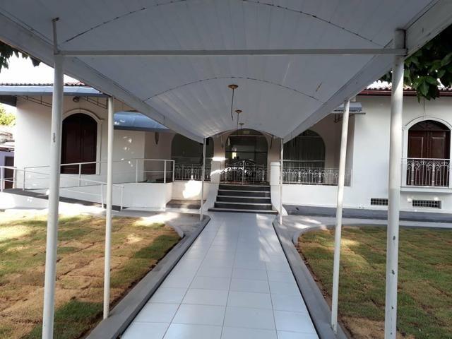Nelson Garcia alugo casa no Calhau próximo ao Hotel Blue Tree