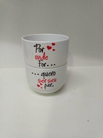 Kit 2 xicaras de café e porta xicara 180ml personalizado, msg, tema namorado - Foto 4