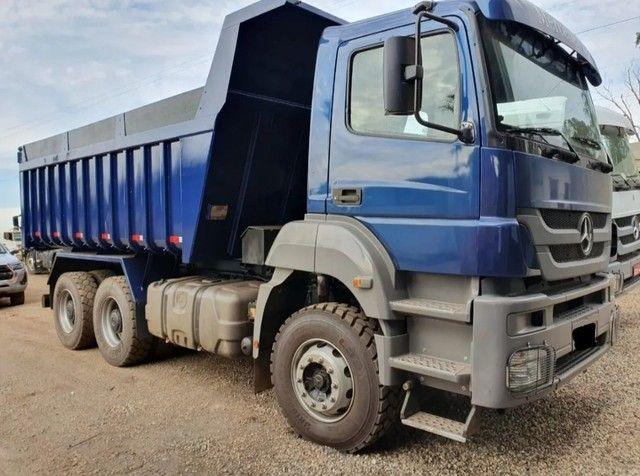Caminhão 3344 6x4 CAÇAMBA TRAÇADO  - Foto 3