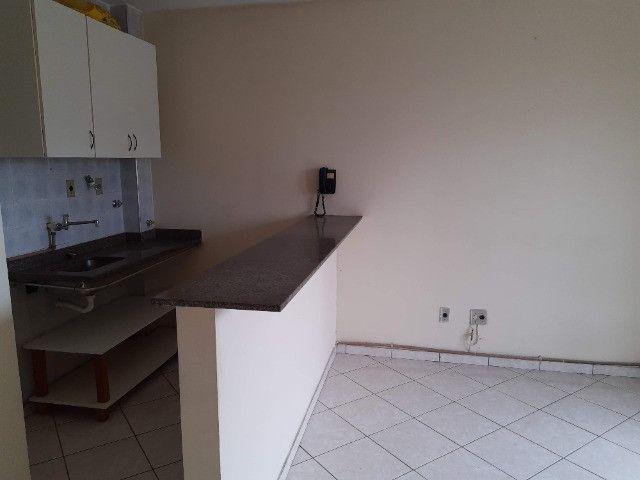 Apart. de quarto e sala , varanda, cozinha americana e Banheiro completo - Foto 3