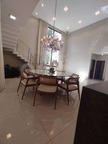 Casa sobrado em condomínio com 4 quartos no Condomínio Jardins Paris - Bairro Jardins Pari