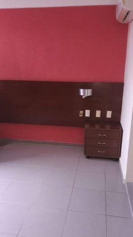 Apartamento reformado, piso em porcelanato, armários, cozinha pronta. - Foto 2