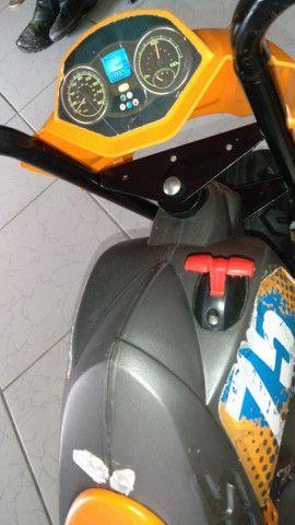 Moto elétrica 3 meses de uso - Foto 2