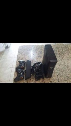 Xbox 360'S + kinect + 2 controles sem fio