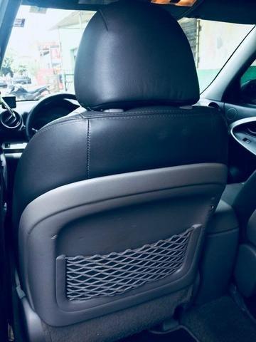 Veículo bem conservado. Manual e chave reserva. Revisões feitas na Toyota. Sem res dominio