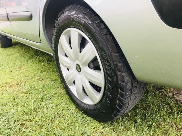 Clio Sedan Expression 1.6 - Foto 10