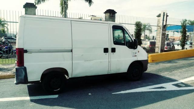 Vende-se Van refrigerada com serviço - Foto 2