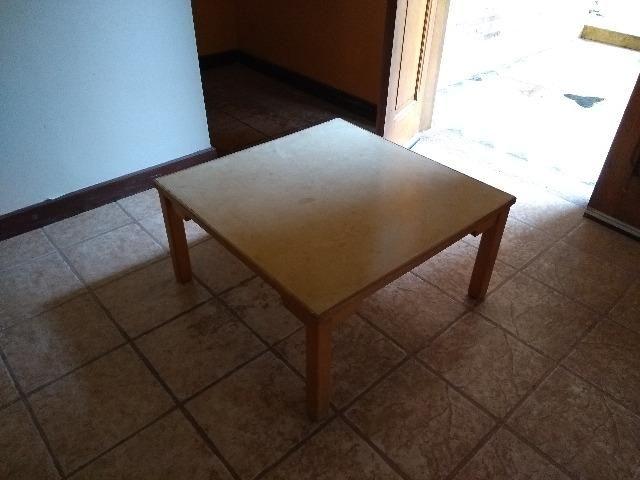 Mesinha simples de madeira quadrada - Foto 3