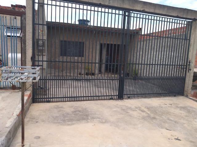 Casa c/ estrutura pra sobrado. Terreno de 6,5 x 25 m. Ótimo local no São Bento