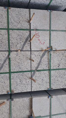 Oportunidade Granito Branco Dallas 57x57x1,5 - Foto 4