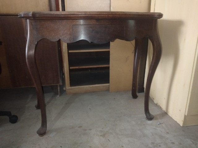 Mesa de madeira Antiga chipandelle. Aparador. E mesa de canto Chipandelle - Foto 2