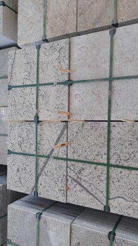Oportunidade Granito Branco Dallas 57x57x1,5 - Foto 2