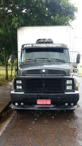 VENDO MERCEDES 1316 ANO 86/87