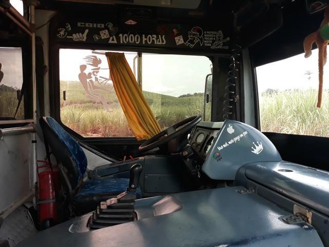 Ônibus conservado pronto pra trabalho