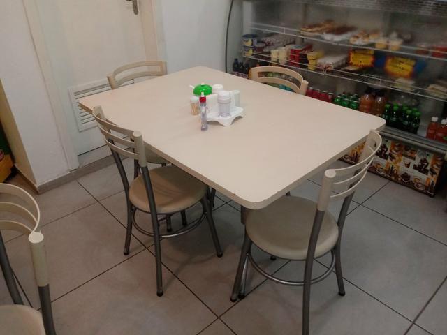 Vendo mesa grande com 4 cadeiras ,tenho 3 mesas otimo estado