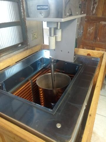 Vende-se máquina de sorvete está nova na caixa nunca foi usada