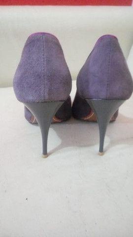 Sapato Schutz detalhe de flor