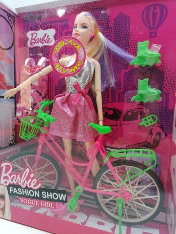 Barbie Boneca com Bicicleta e patins Acessórios Fashion Show Vogue Girl - Foto 2