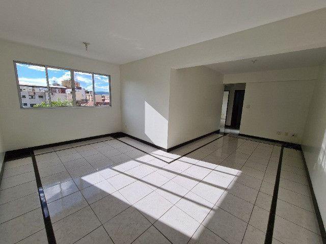 Aluga-se apartamento 03 quartos - Centro