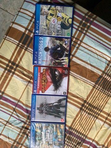 Ps4 semi novo com 2 manetes originais e jogos originais tbm lógico  kkk