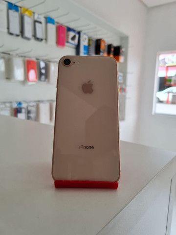 iPhone 8 Gold semi novo - Foto 3
