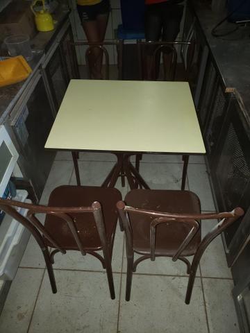 Jogo de mesa pra restaurante e lanchonete 300reais cada jogo tampo de madeira