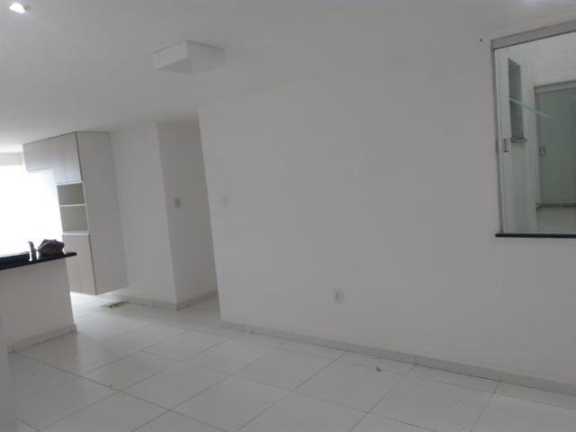 Amplo Apartamento 2/4 - Bairro Castália - Foto 4