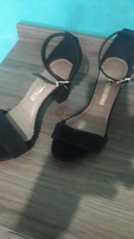 Sandália linda e nova, usada apenas uma vez