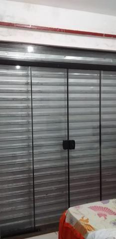 Porta de vidro e portão de rolo - Foto 2