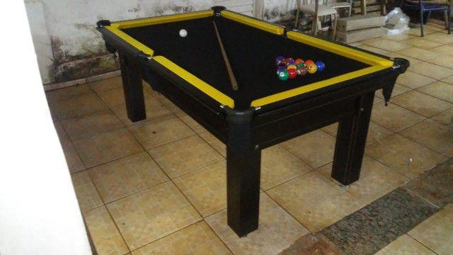Mesa Tentação 1,93 x 1,18 Cor Marrom Escuro Tecido Preto e Borda Amarela - Foto 2