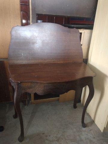 Mesa de madeira Antiga chipandelle. Aparador. E mesa de canto Chipandelle - Foto 3