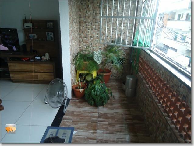 Apartamento 2/4 1 suíte varanda reformado perto de tudo em Itapuã