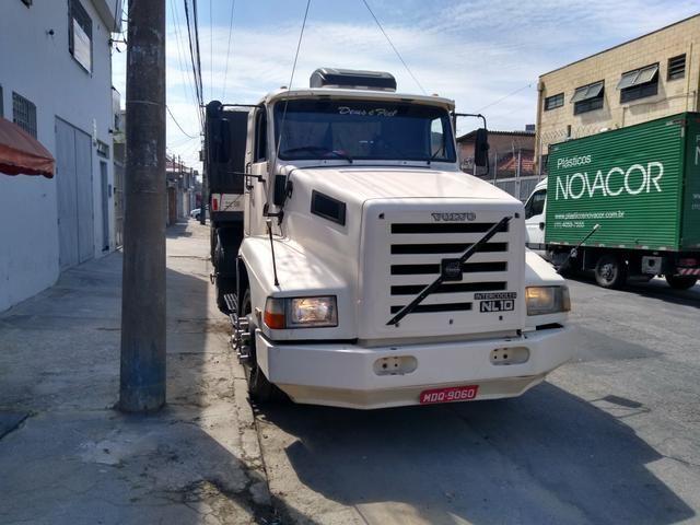 Volvo nl10 340 com carreta graneleira filé de mecânica aceito troca por Truck - Foto 2