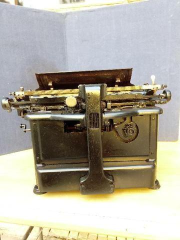 Máquina de escrever antiga - Foto 6