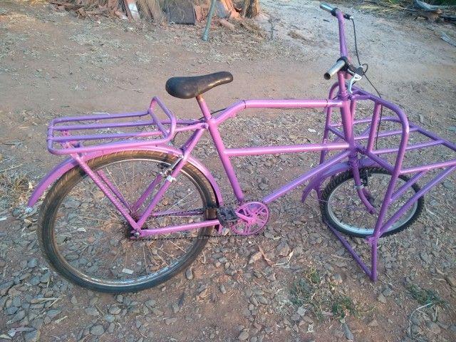 Bicicleta de garga bem conservada
