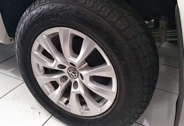 VW Amarok Trendline 2.0 Turbo Diesel CD 4x4 2018 Automatica - Foto 13