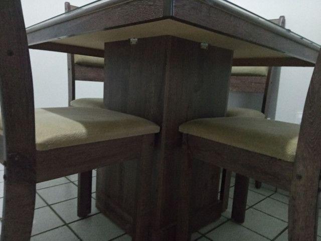 Vendo uma mesa 4 cadeiras semi nova