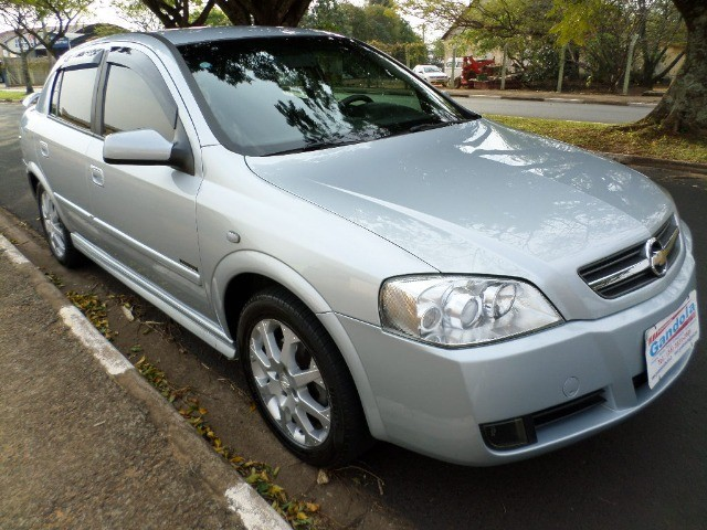 Astra Hatch Advantage 2.0 Flex 140cv 2011