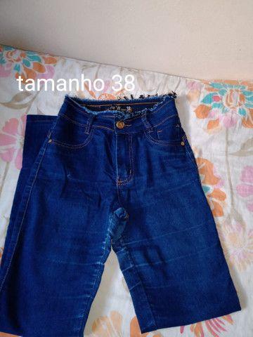 3 calças jeans 1 calça de abrigo e um short infantil - Foto 3