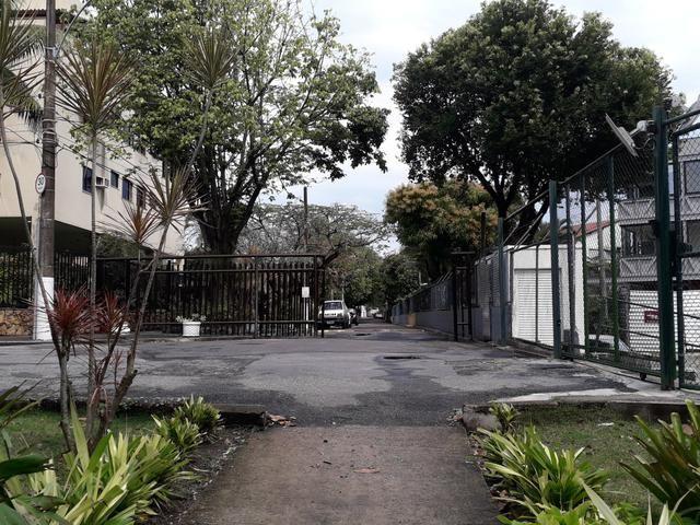 Apto posto 6 da Barra da Tijuca numa rua em frente a 100m da praia para 8 pessoas - Foto 2