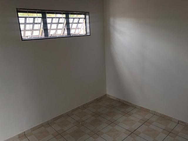 Alugo Casa 1 quarto - Nova Colina - 550,00 com garagem !!