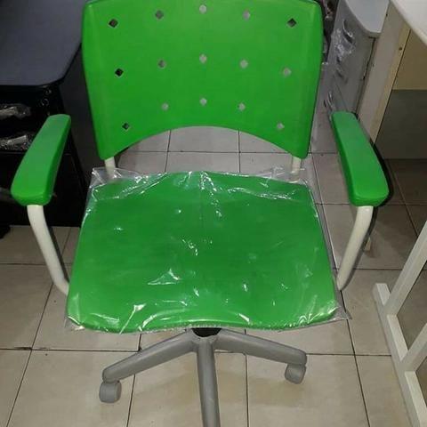 Cadeira giratória verde - loja