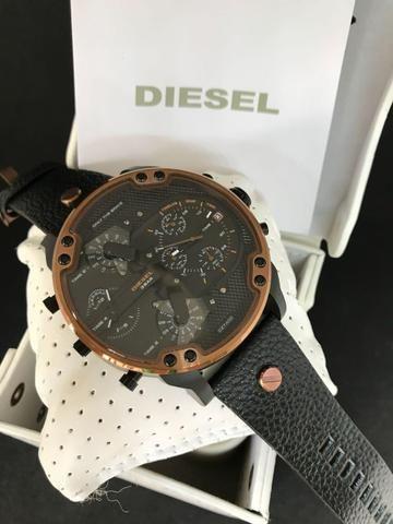 baf2431cd19 Relógios diesel com caixa manual corrente banhada a ouro ...