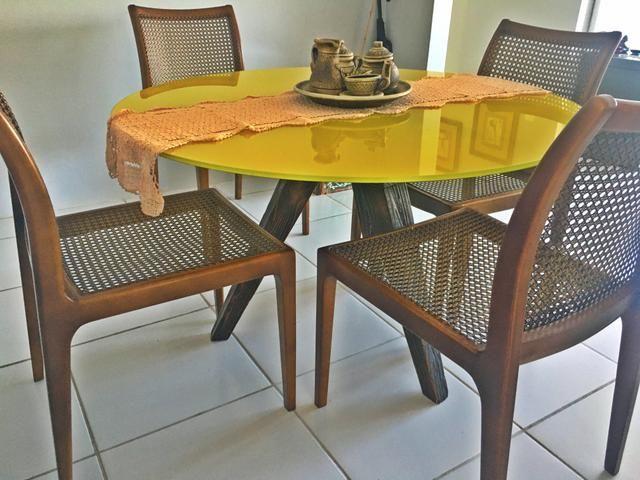 Lindíssima mesa de jantar e e vidro temperado