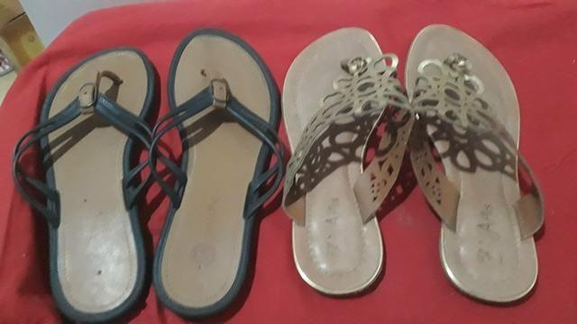 Duas sandalias rasteiras por 25 reais