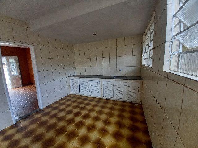 Alugo quarto e sala em condomínio com garagem no bairro Catarcione - Foto 6