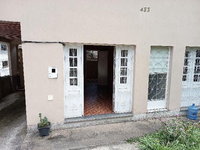 Alugo quarto e sala em condomínio com garagem no bairro Catarcione - Foto 2