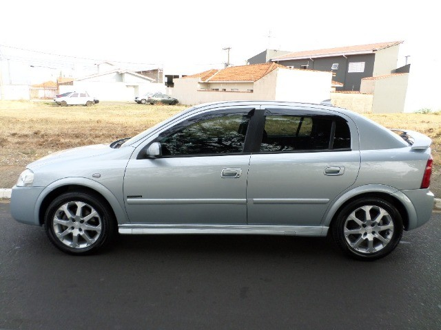 Astra Hatch Advantage 2.0 Flex 140cv 2011  - Foto 4