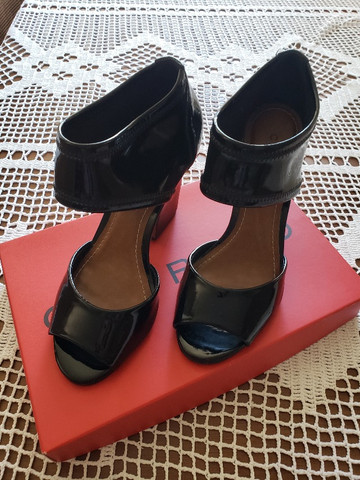 Sapato Preto Verniz Carrano 36